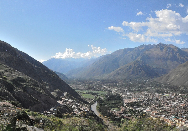 Urubamba and The Sacred Valley from the Cruz del Sur Cusco to Ollantaytambo bus
