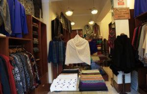 Alpaca vs Llama - shop selling alpaca clothing garments