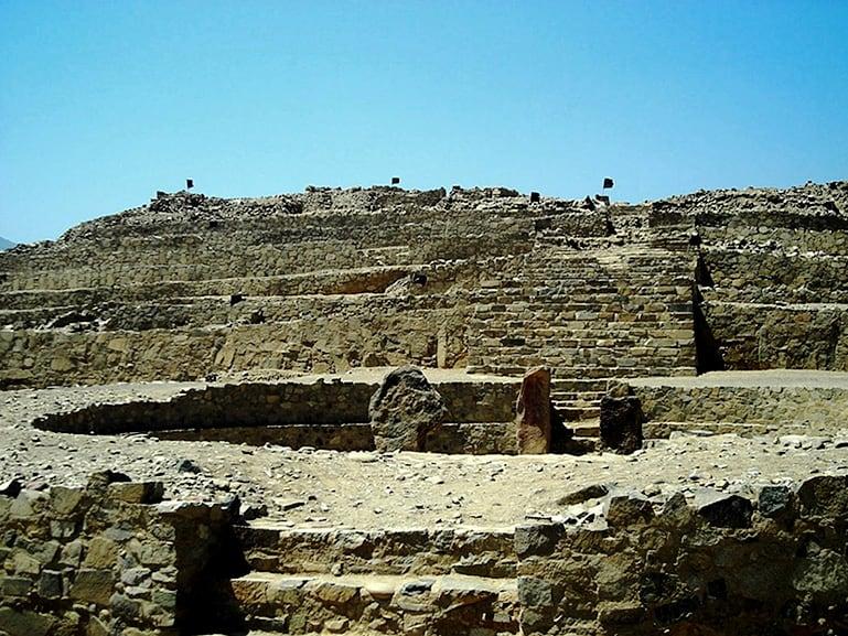 caral-peru-pyramid